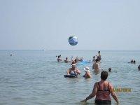 В начале августа поток туристов на Арабатской стрелке значительно увеличился!!!(фото)