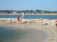Соленое озеро на Арабатской стрелке в с. Счастливцево