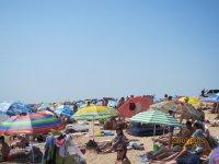 23.07.2015 На пляжах Арабатской стрелки яблоку негде  упасть(фото и видео)