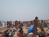 Как отдыхают туристы  во время штормового ветра  на пляжах Арабатской стрелки (фото)